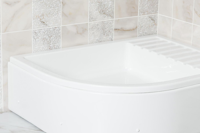Hedo - half round deep shower tub with cabin / Favorit Bathtubs